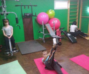 Людмила Грищенко, інструктор із дитячого фітнесу проводить чергові заняття у залі